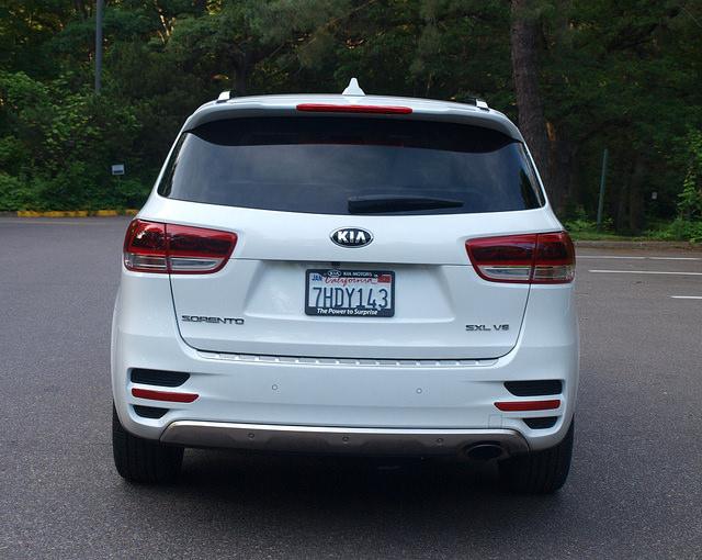 2016-Kia-Sorento-SXL-AWD-rear
