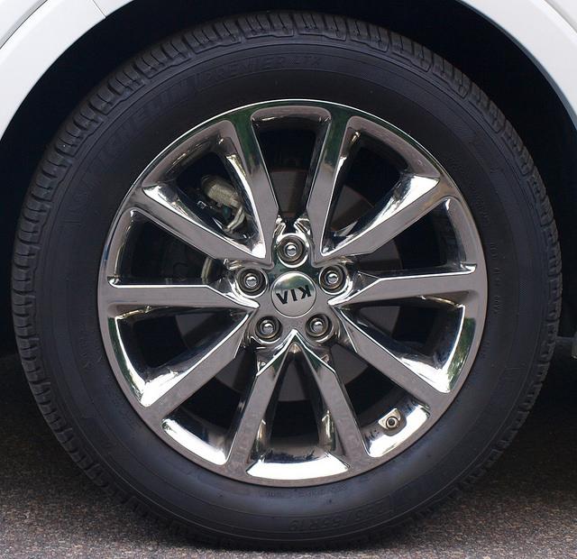 2016-Kia-Sorento-SXL-AWD-wheel