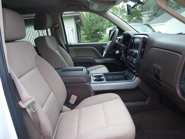2015-Chevrolet-Silverado-1500-LT-Z71-front-seats