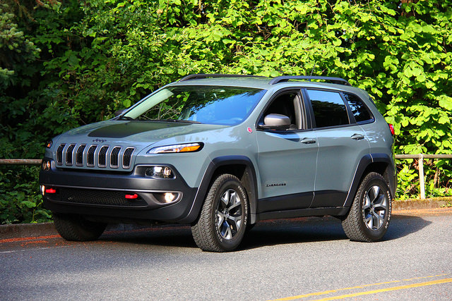 2015_jeep_cherokee_trailhawk_main