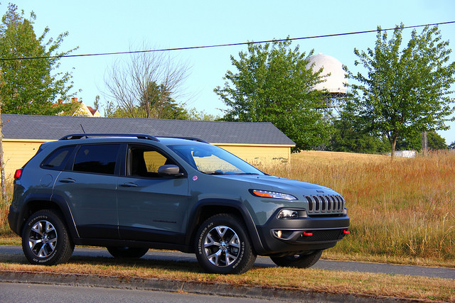 2015_jeep_cherokee_trailhawk_side