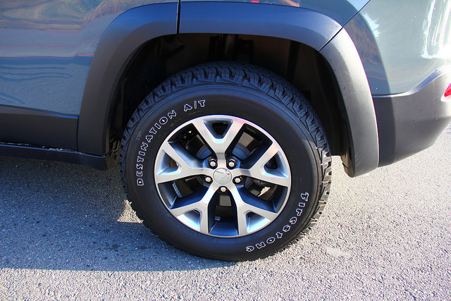 2015_jeep_cherokee_trailhawk_tires