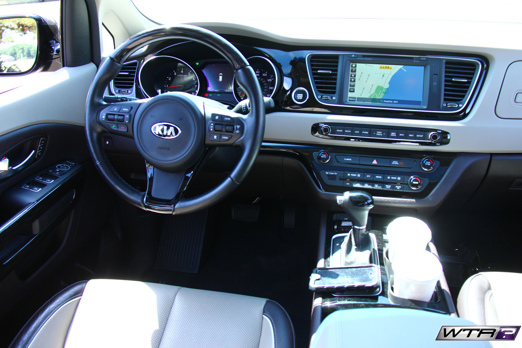 2016_kia_sedona_interio_steering_wheel