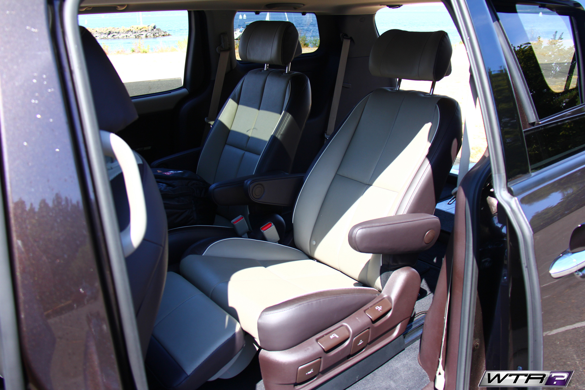 2016_kia_sedona_interior_second_row_seats