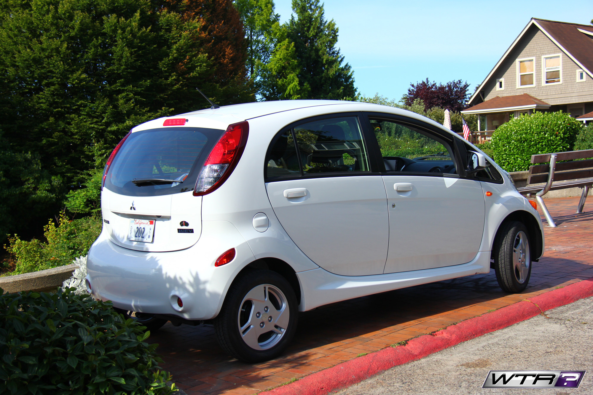 2016_mitsubishi_i_miev_tail_lights
